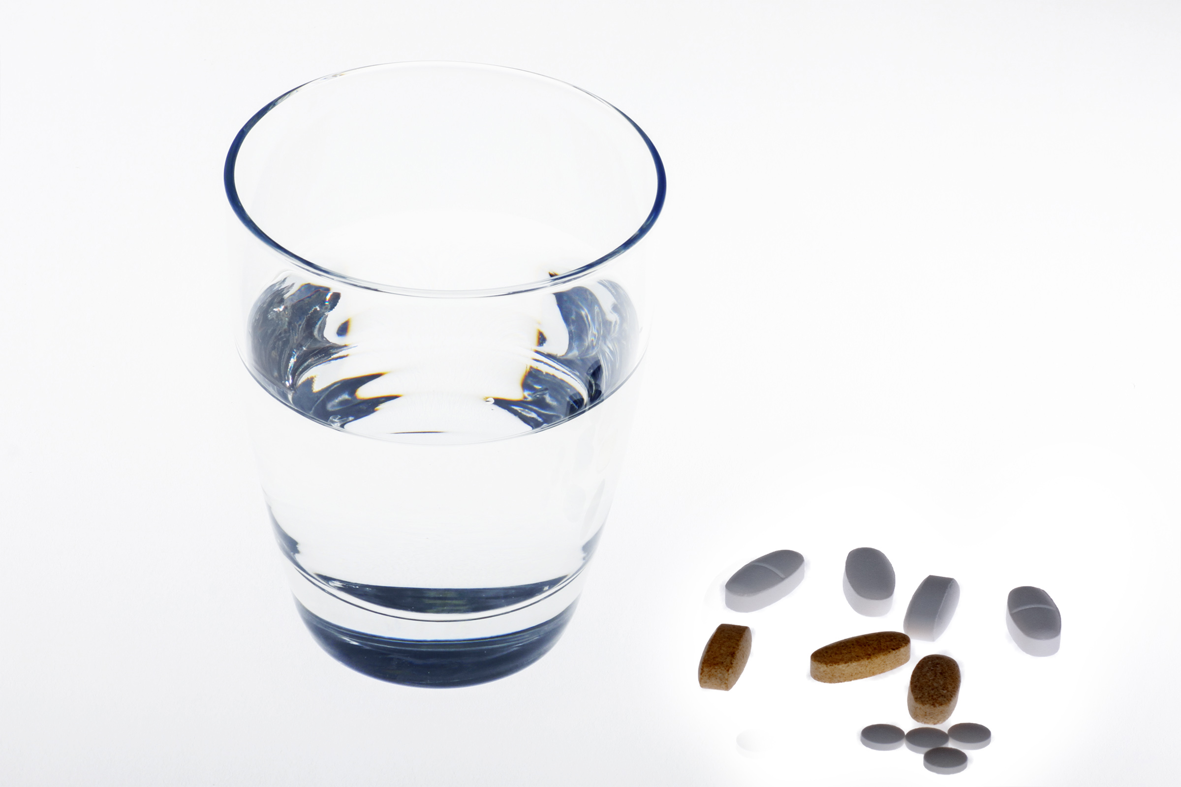 stockvault-pills-and-water135564